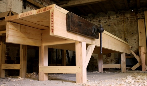 Workbench with face vise