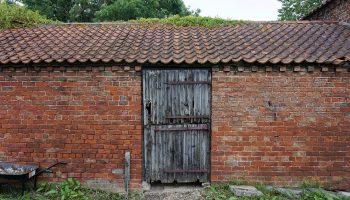 Stable workshop in ned of a new door