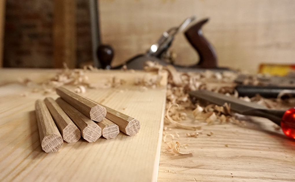 Wooden pegs made without a dowel plate