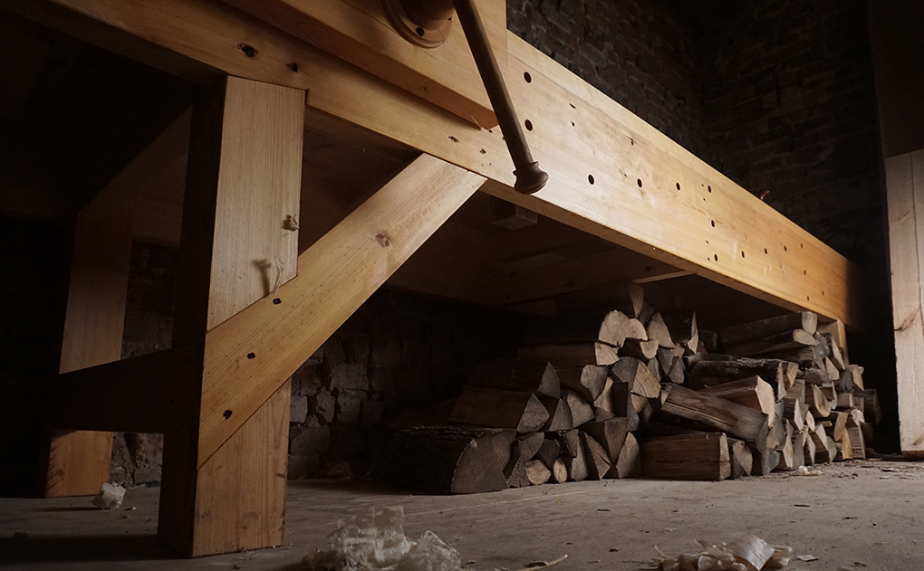 English Workbench in pine