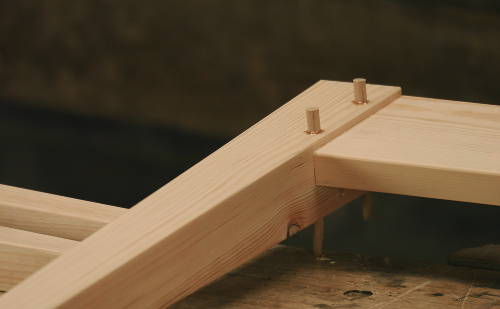 Drawbored and pegged mortice and tenon joint
